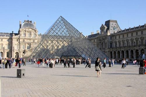 Piramide (het Louvre)