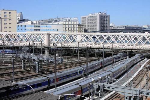 Gare de l'Est overdag (uitzicht vanuit hotelkamer)